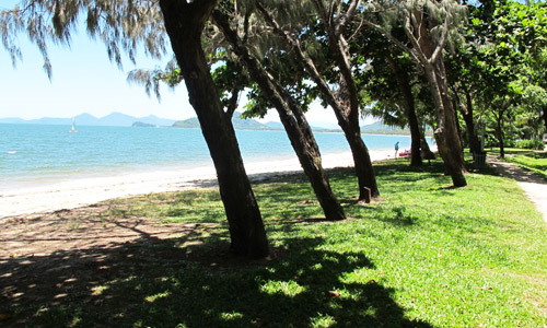 paradise on the beach in palm cove queensland. Black Bedroom Furniture Sets. Home Design Ideas