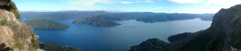 Lake_Waikaremoana_Blick