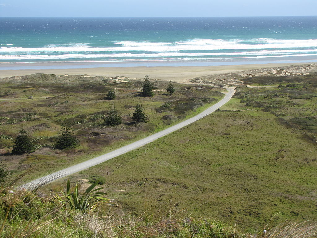 Ninety_Mile_Beach_at_Hukatere
