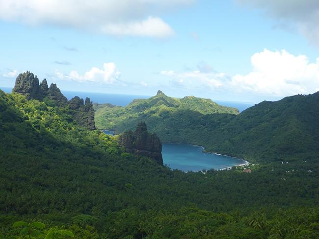 Verstohlener Blick auf die Bucht von Atiheu
