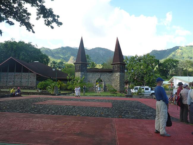 Die Kirche von Taiohae ohne Fenster und Ofen