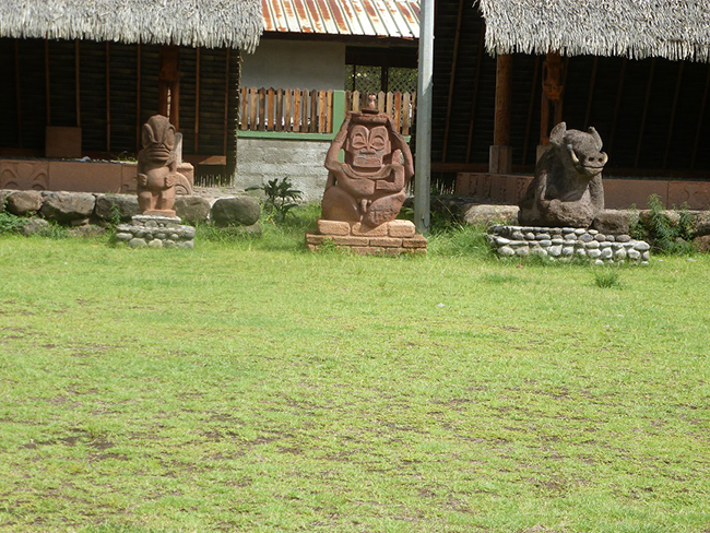 Tikis in Atuona