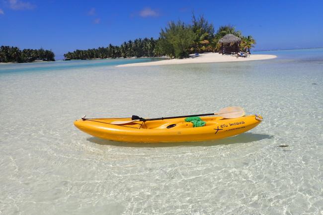 Mit dem Kanu auf Aitutaki unterwegs