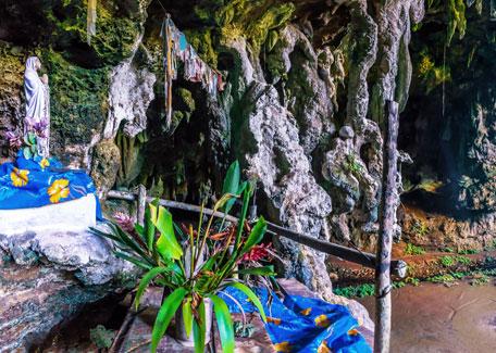 Marienstatue in der Grotte der Hortense auf der Ile de Pins