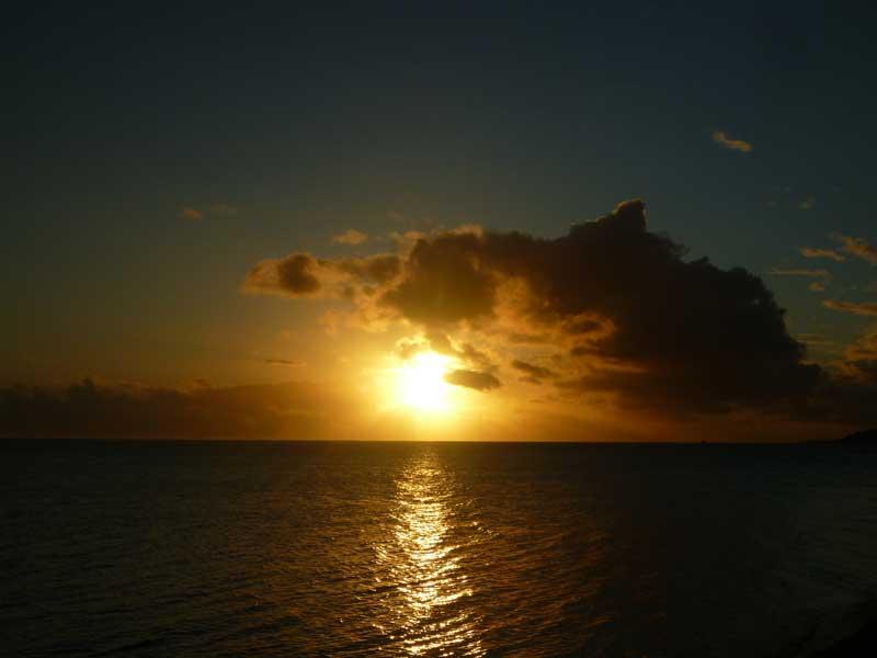 Sonnenuntergang am Matira Beach