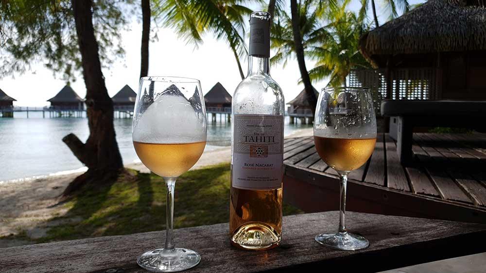 Willkommensgeschenk: Wein aus Rangiroa