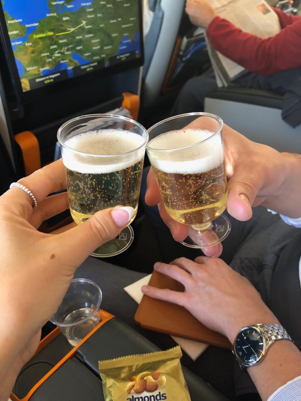 Singapore Airlines-Premium Economy Class freie Getränke Bier
