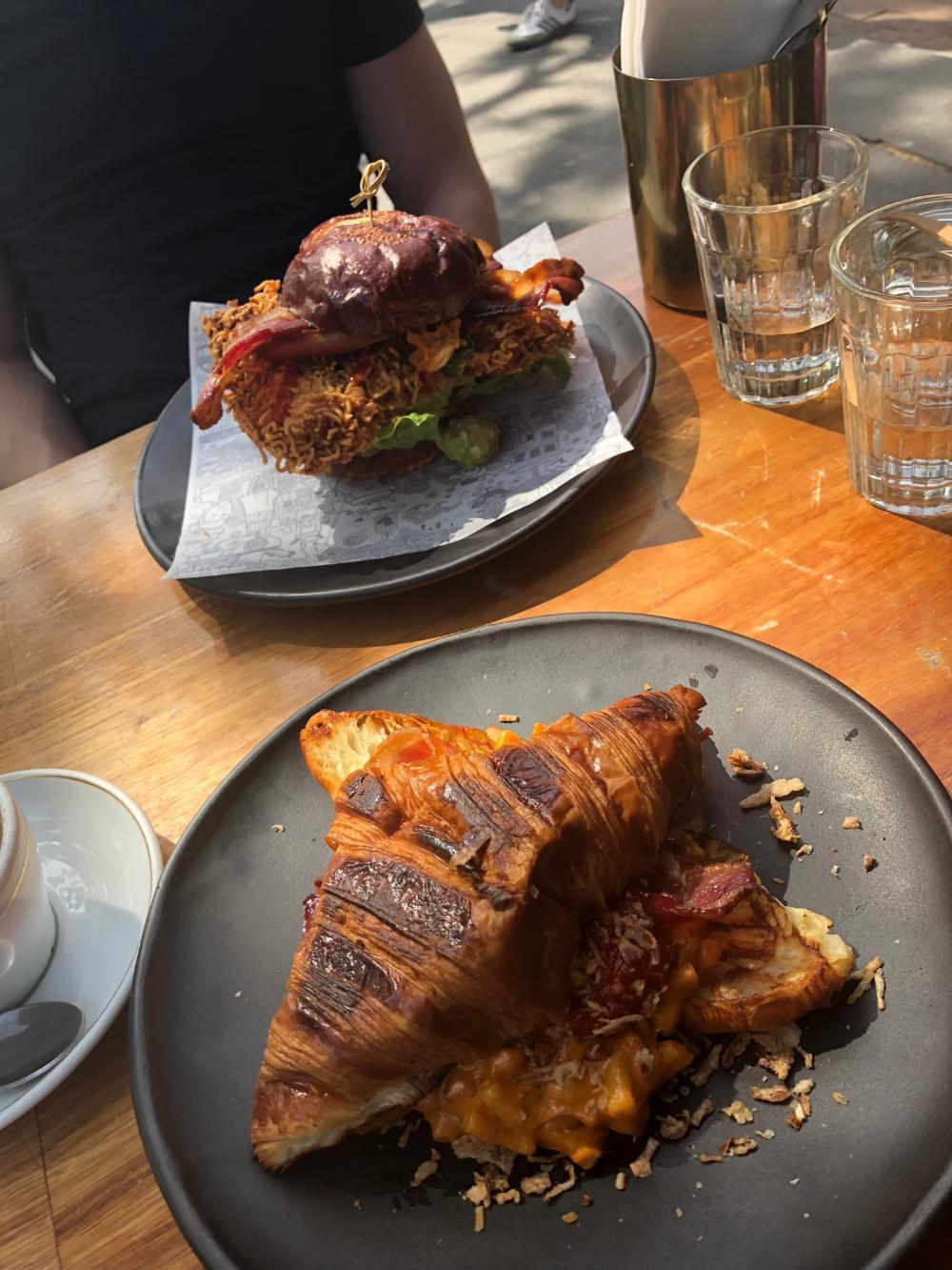 Croissant in einem Café in Sydney