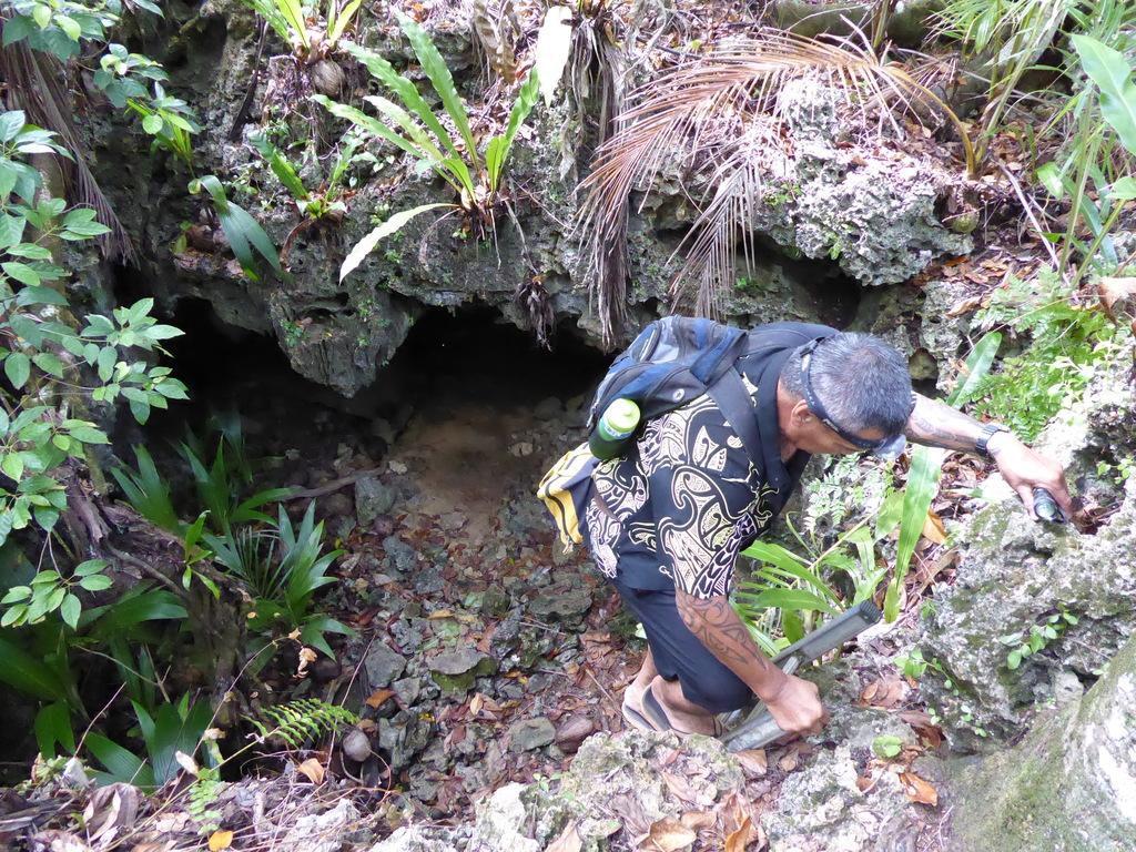 Höhleneingang auf Atiu Cook Inseln