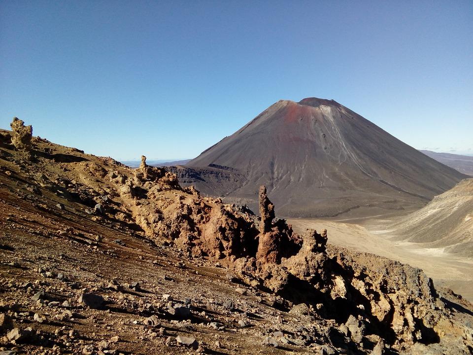 Felsformation Whakapapa mit Mt. Ngauruhoe