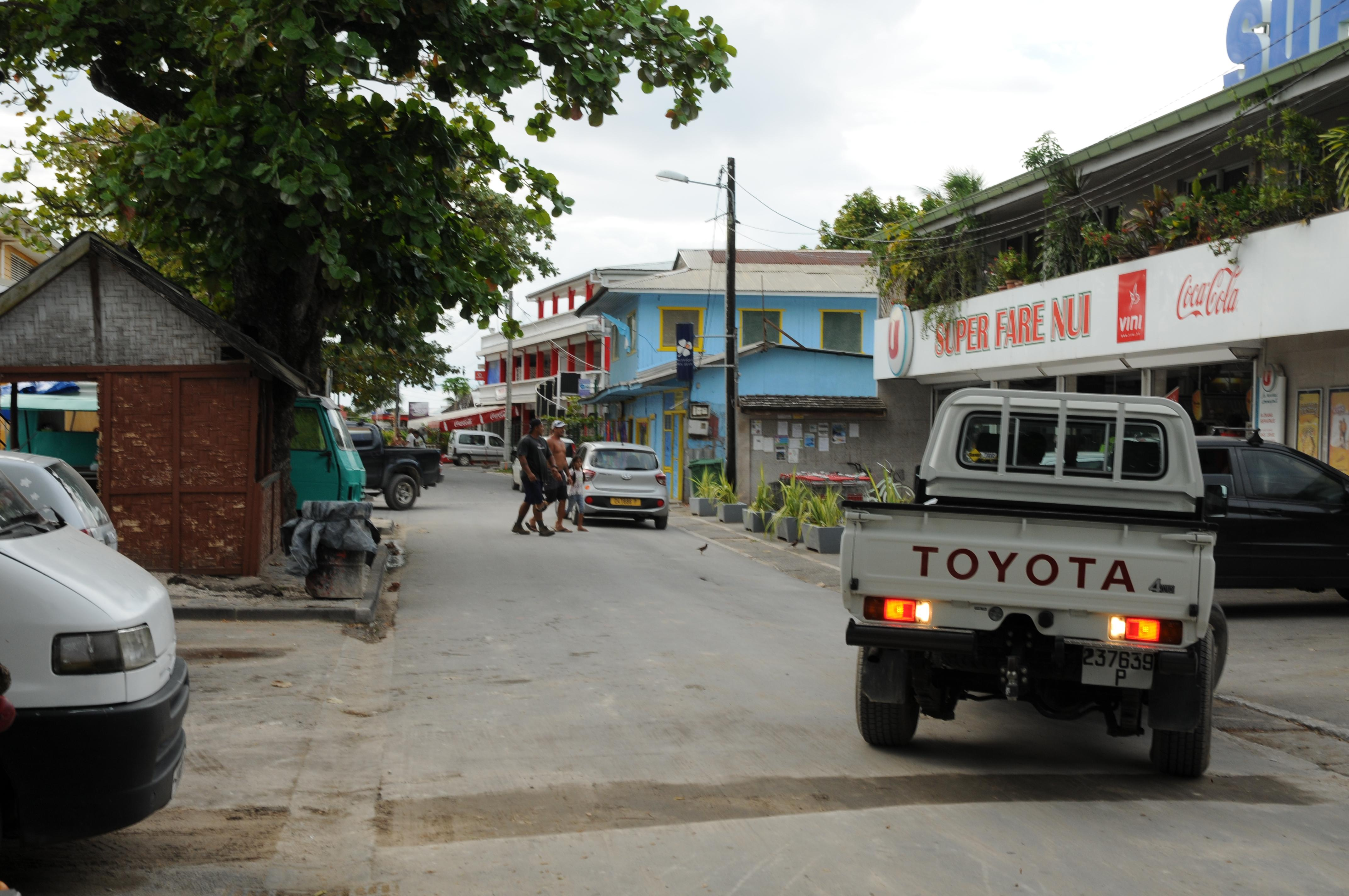 Hauptstraße im Huahines Hauptort Fare