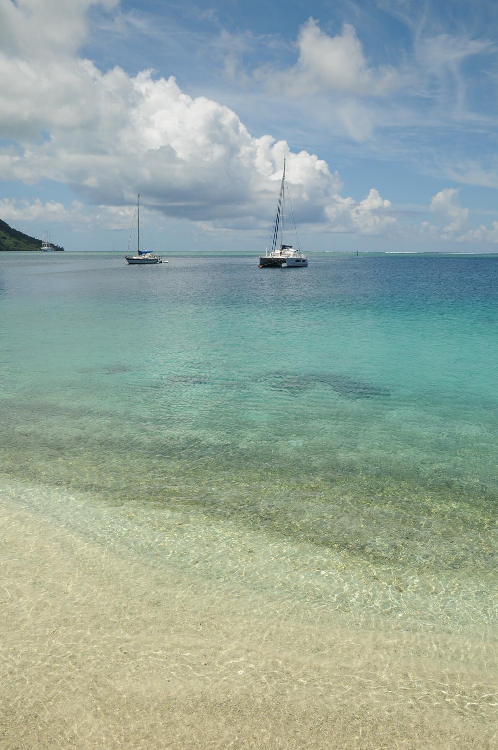 Strand vor dem Hotel in Huahine