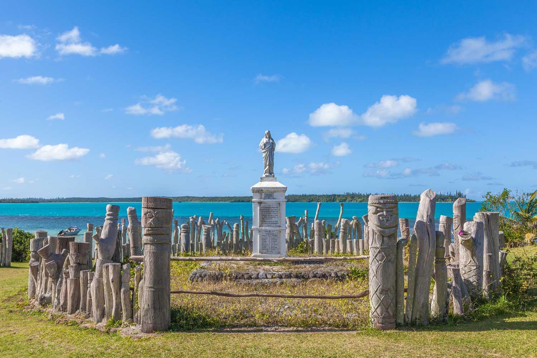 Totem rund um eine Skulptur in der Bucht von Saint-Maurice